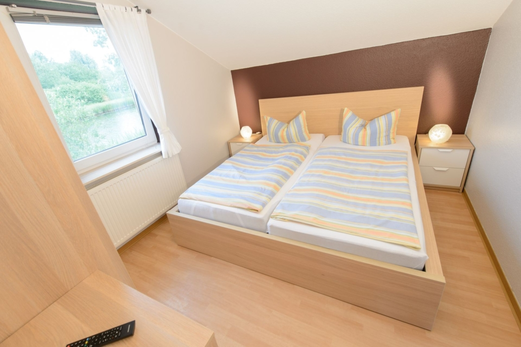 Ferienhaus_Jette_Schlafzimmer_mit_Fernseher