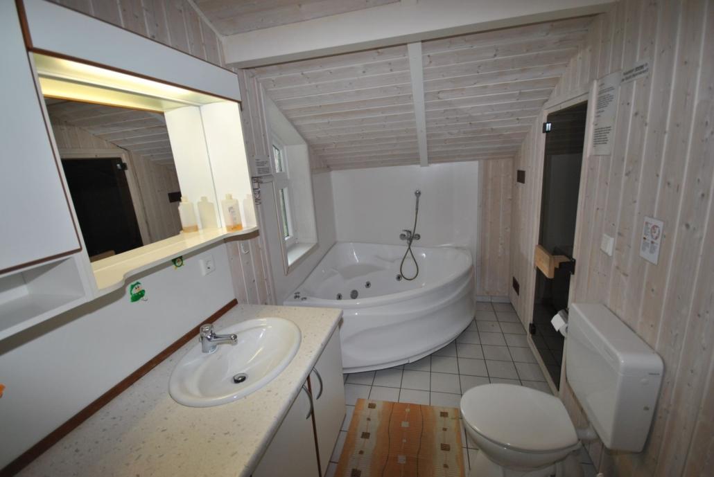 Ferienhaus_Boldixum_Badezimmer