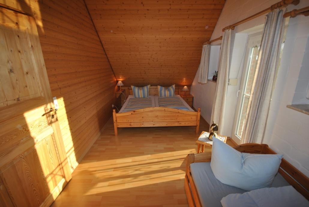Ferienhaus_Austernfischer_Schlafzimmer_im_Obergeschoss